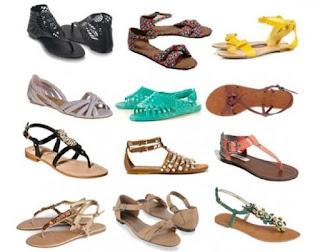 Sandal banyak dijual selama Ramadhan.