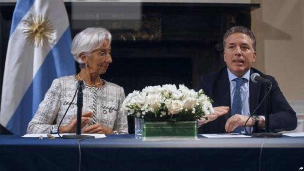 La directora del FMI, Christine Lagarde y el ministro de Economía de Argentina, Nicolás Dujovne / AP