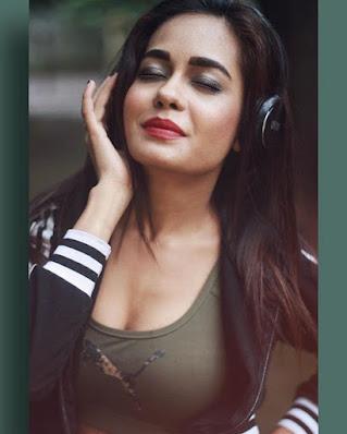 Shikha Sinha actress