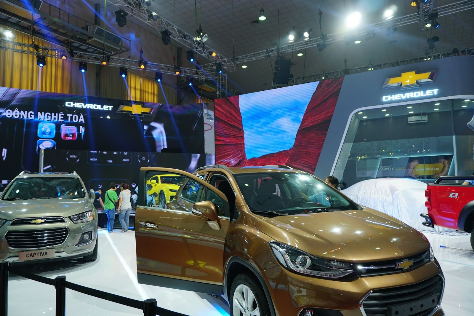 Gian hàng của Chevrolet với Trax và Colorado phiên bản mới