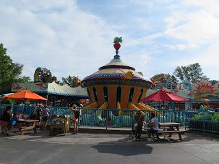 TriceraTop Spin Dinoland USA Disney's Animal Kingdom