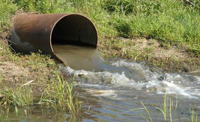 Poluição da água é a contaminação de água por elementos que podem ser nocivos ou prejudicais ao organismo