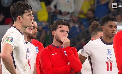 calciatori Inghilterra sconfitti amareggiati 11 luglio