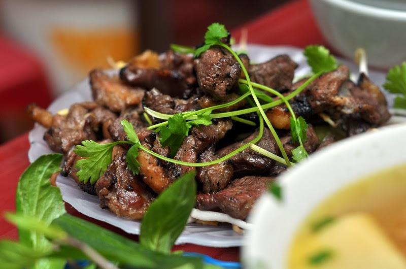 Địa chỉ Hà Nội: Bún ngan và chả ngan nướng ở vỉa hè phố Hàng Bông