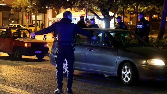 Συλλήψεις και πρόστιμα από εφόδους της αστυνομίας σε σπίτια παραμονή των Χριστουγέννων