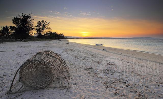 Senja di Pantai Cemara Sumba Timur