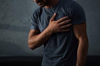 الأعراض الجسدية الشائعة للعصاب هي ألم القلب