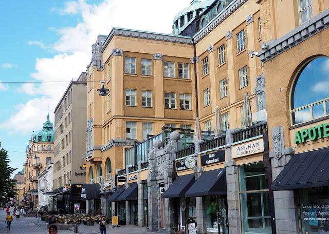 vaasa, postikortti vaasasta, matkaillu suomessa, mita tehda vaasassa, keltainen kivitalo, vaasan keskusta