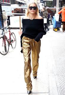 Hailey Baldwin Out Wearing Black Sunglass In New York