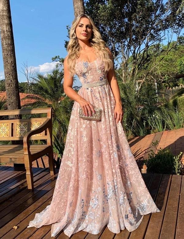 vestido rosa para madrinha de casamento no campo