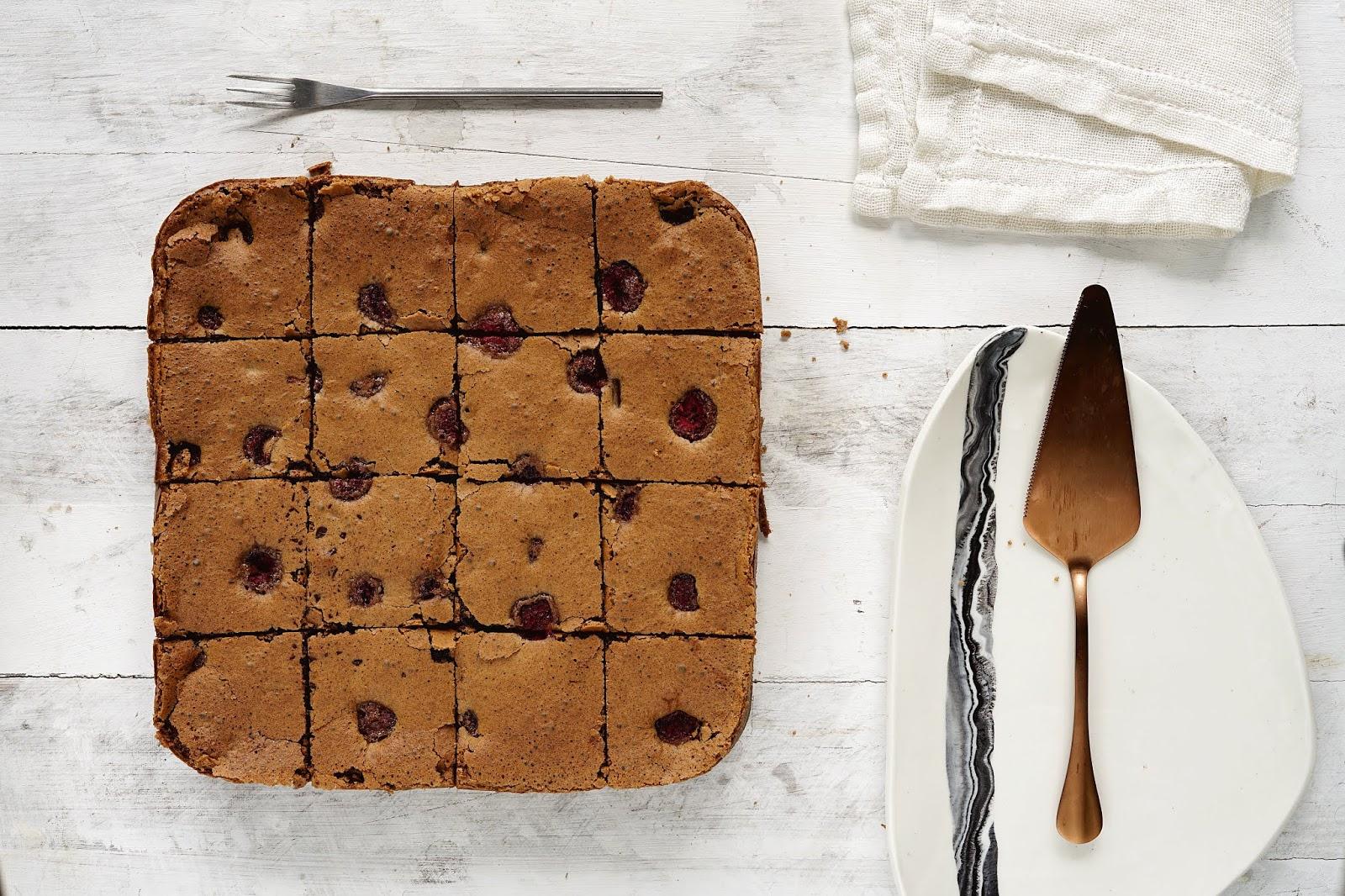 Proste brownie z malinami