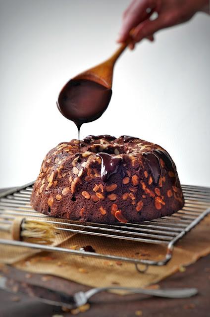 Kakao-Mandel-Gugelhupf