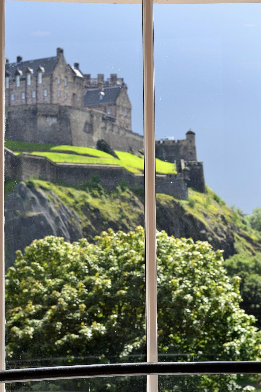 Edinburgh: Waterstones bókabúðin & Calton Hill · Lísa Hjalt