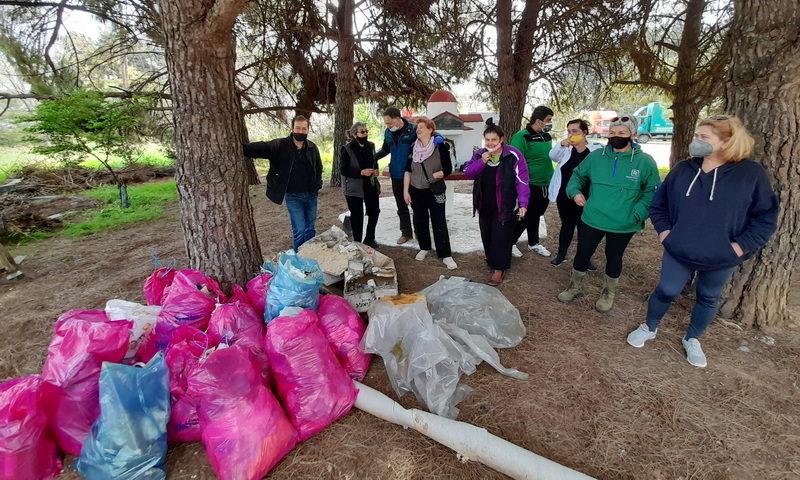 """Η ομάδα """"Πάρκο να γίνει"""" καθάρισε τον χώρο πρασίνου δίπλα στη ΔΟΥ Αλεξανδρούπολης"""