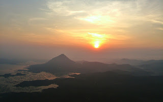 View sunrise dari Gunung Lembu