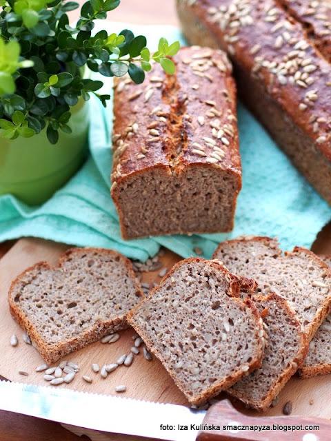 domowy chleb , chleb żytnio orkiszowy ze słonecznikiem , zakwas chlebowy , bochenek , chleb pełnoziarnisty , ziarno słonecznika , domowa piekarnia , moje wypieki , chlebek , chlebuś , kuchnia polska , domowe pieczywo