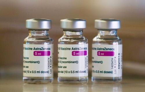 Governo recebe 5,9 milhões de doses da vacina de Oxford neste sábado (29)