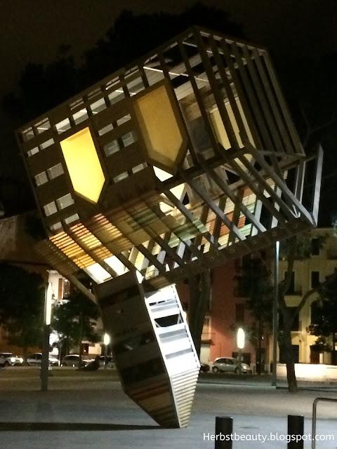 Palma de Mallorca Kirche steht Kopf Nachtbeleuchtung