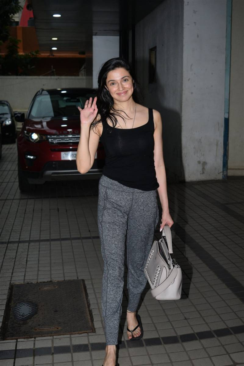 North Indian Model Divya Khosla Without Makeup Face