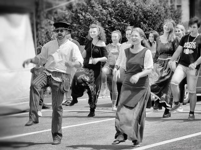 Piaţa Palatului - Iaşi - E veselie, toatã lumea învaţã un dans medieval - blog FOTO-IDEEA