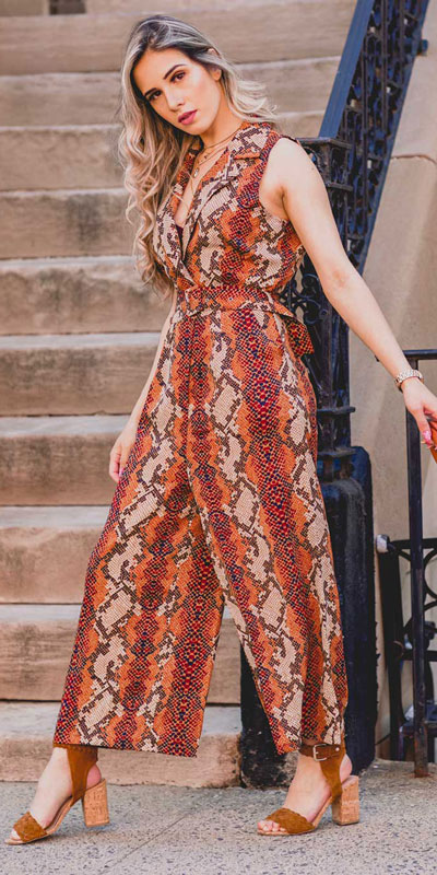 Transform your summer looks with these fashion-forward summer outfits for every summer occasion. Summer Outfit Ideas via higiggle.com | jumpsuit | #summeroutfits #fashion #style #jumpsuit