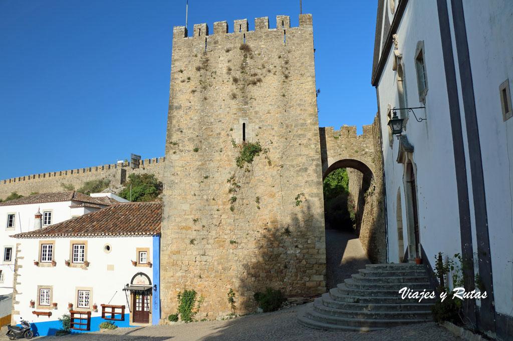 Torre albarrana y puerta de Santiago de Óbidos