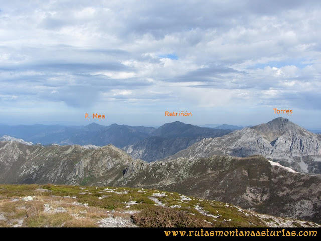 Ruta Pico Toneo y Peña Agujas: Desde el Agujas, vista del Torres, Peña Mea y Retriñón