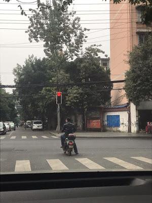 成都基督徒刘小琼:警方看守垂危父亲家门的情况通报