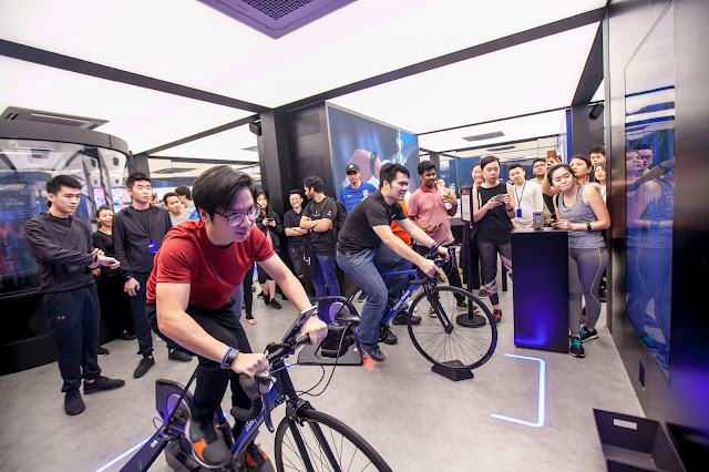 Participants battling and burning calories at the Samsung Galaxy Fitness Station at Galaxy Studio Kuala Lumpur