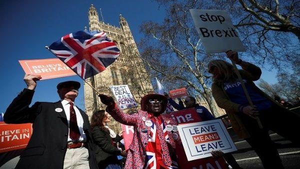Parlamento británico aprueba plan que podría atrasar el brexit