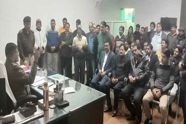dcp-nit-arpit-jain-meeting-aware-public-for-doubtfull-person-news