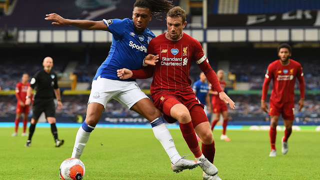 Everton midfielder Alex Iwobi battles with Liverpool captain Jordan Henderson during the goalless draw between Everton and Liverpool at Goodison park in the Premier League