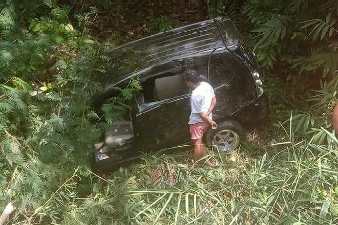 Lakalantas Mobil di Bone, Satu Keluarga Dilarikan ke Rumah Sakit