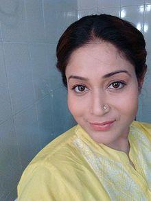 Biodata Bulan Banerrjee berperan sebagai Asha Bose ( Ibu Sonakshi )