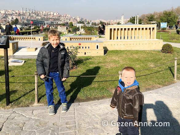 Anıtkabir önünde oğullarım, Miniatürk İstanbul