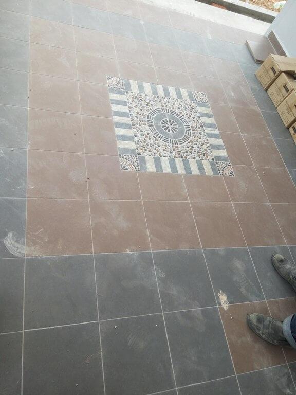 hiasan di tile marble lantai