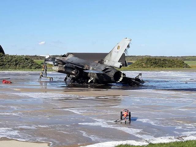 F-16 bị thiêu rụi sau vụ nổ