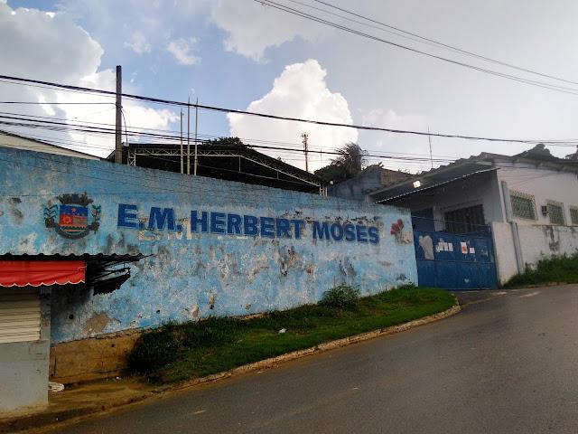 Escola em que a deputada Rosangela Gomes estudou quando era criança