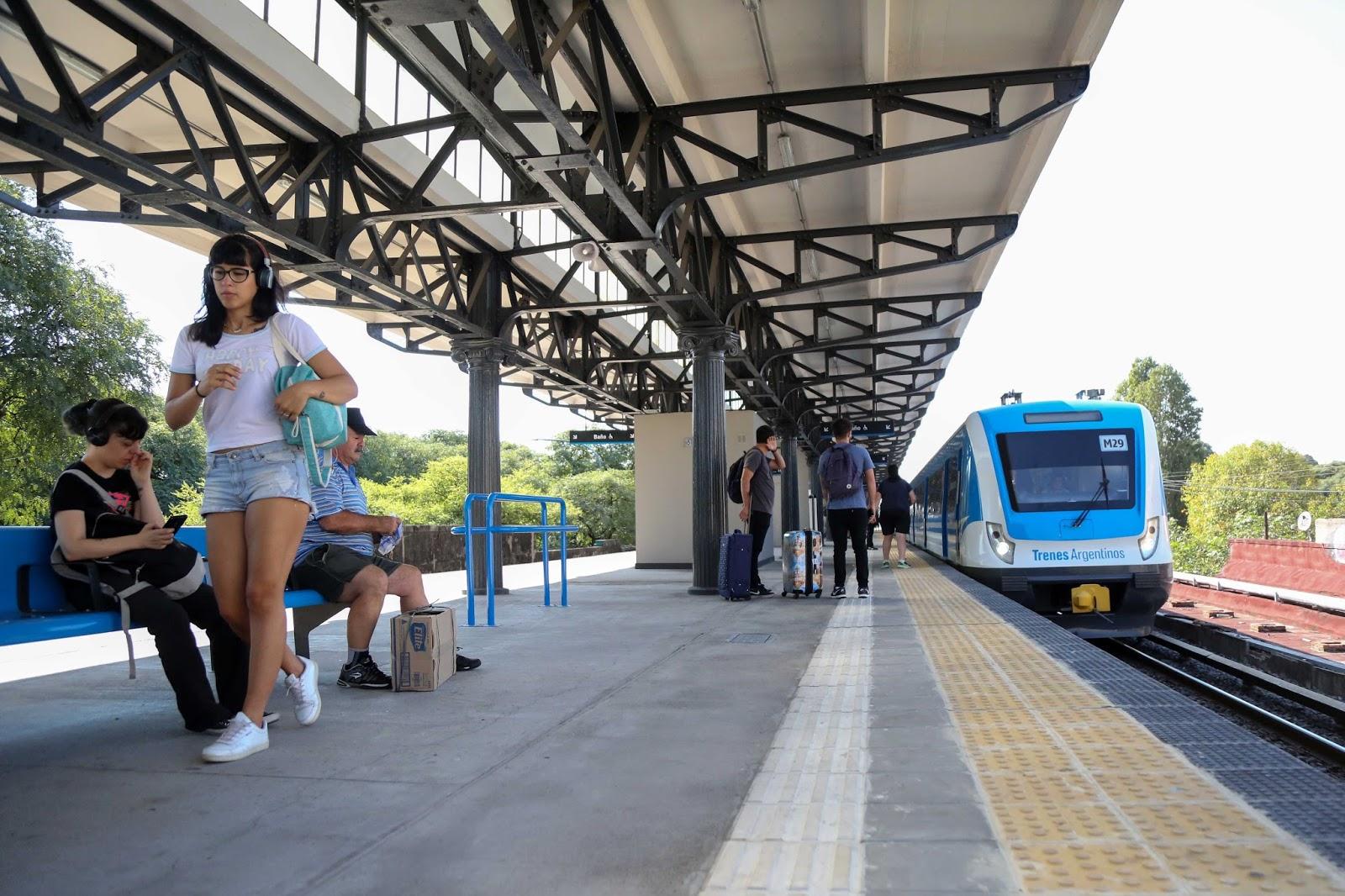 Hermosa Reanudar El Conductor Del Ferrocarril De Plantillas ...