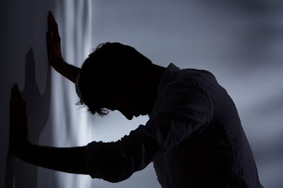 Inilah Ciri-Ciri Seseorang Menderita Skizofrenia dan Cara Penanganannya