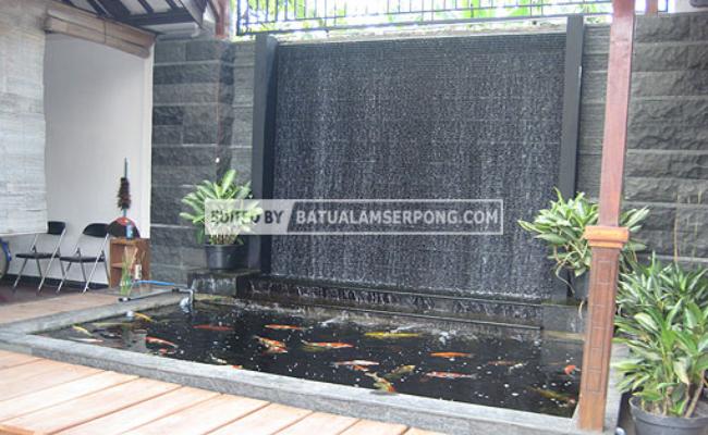 Kolam Air Terjun Minimalis dengan Batu Alam
