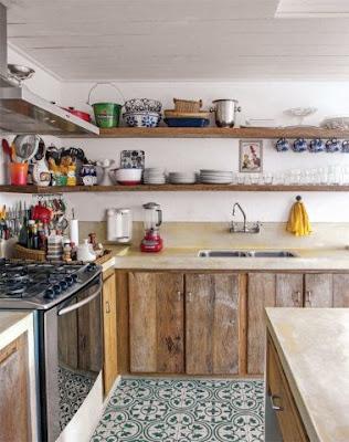 Gabinetes rústicos de cozinha com portas lisas