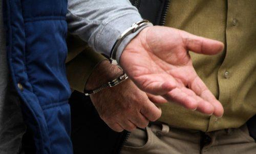 Από αστυνομικούς της Υποδιεύθυνσης Ασφάλειας Ιωαννίνων συνελήφθη ημεδαπός, που κατηγορείται για προσβολή γενετήσιας αξιοπρέπειας και ευπρέπειας.