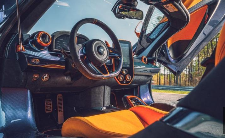Dashbord kemudi McLaren Sabre