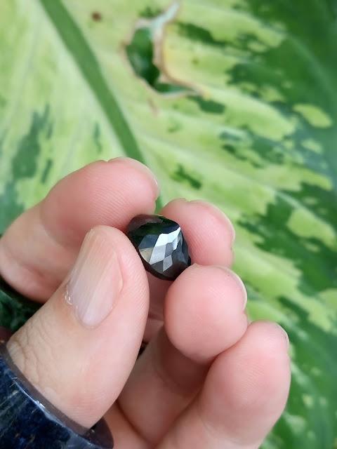 Đá quý Sapphire đen thiên nhiên, Natural Black Sapphire