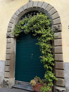 A doorway on Via Sudorno.