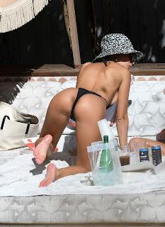 Emily-Ratajkowski-in-a-very-revealing-monokini-while-on-vacation-in-Miami.-v7fcm1nuka.jpg