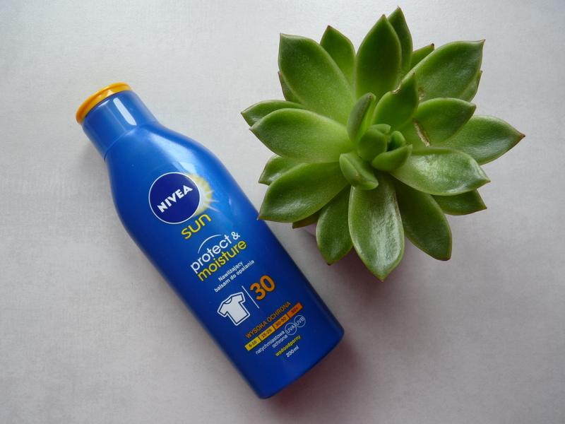 NIVEA SUN Protect&Moisture SPF 30 - nawilżający balsam do opalania