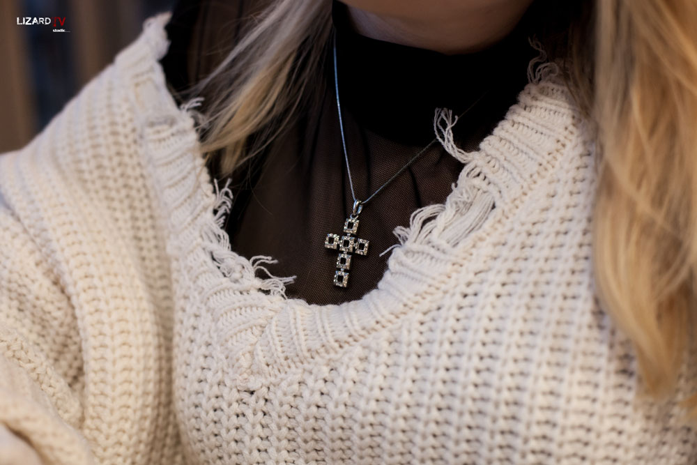 sweter w stylu rock