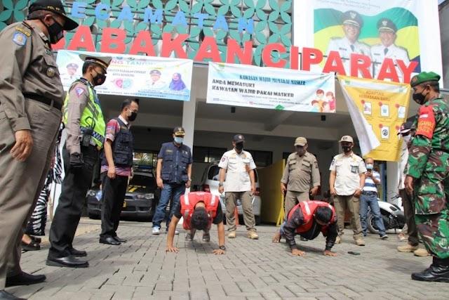 Satpol PP Bandung Gelar Operasi Yustisi Prokes di Pemukiman Padat dan Pasar, Terjaring 50 Pelanggar